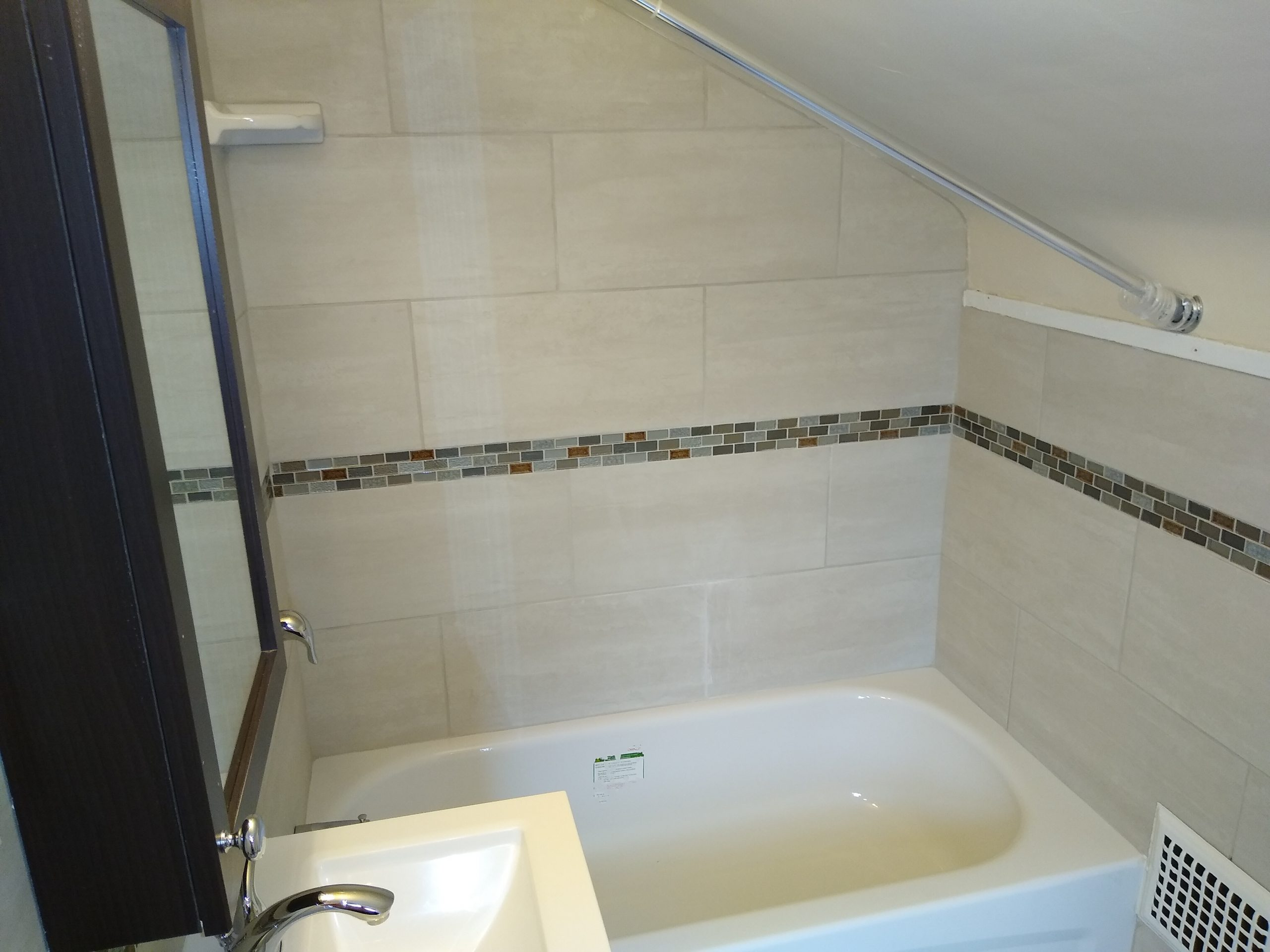 Bathtub-Upstairs-scaled